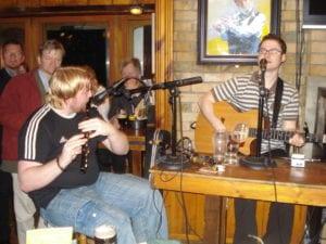 Bandinha gaelica em um Pub da Temple Bar em Dublin Irlanda