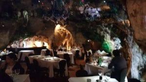 Meson de la Cueva, restaurante em Santo Domingo, República Dominicana