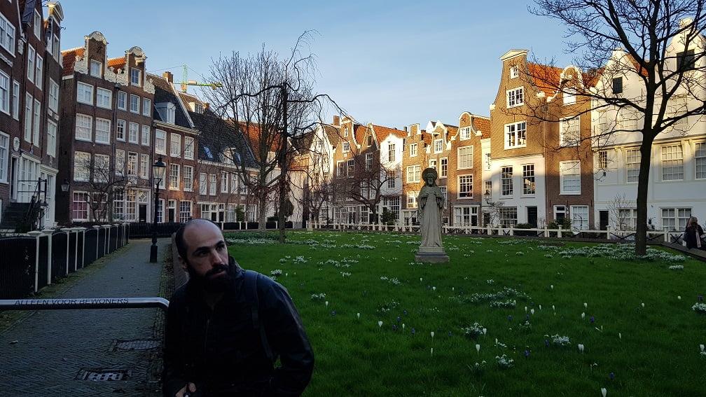 Contemplando Begijnhof, Amsterdam