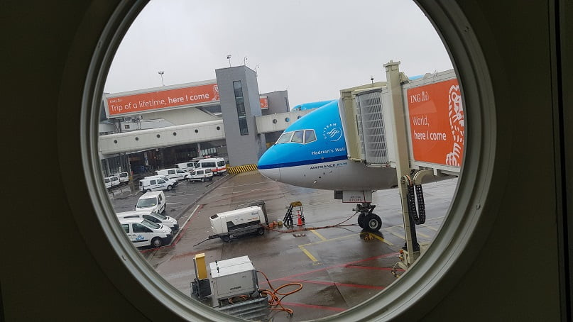 Avião da KLM no Finger no Aeroporto