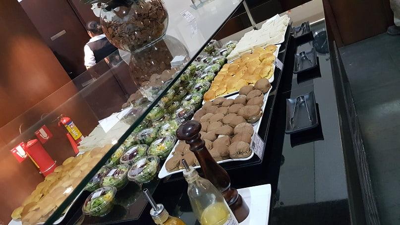 Buffet de doces na sala vip Mastercard Black em Guarulhos-GRU
