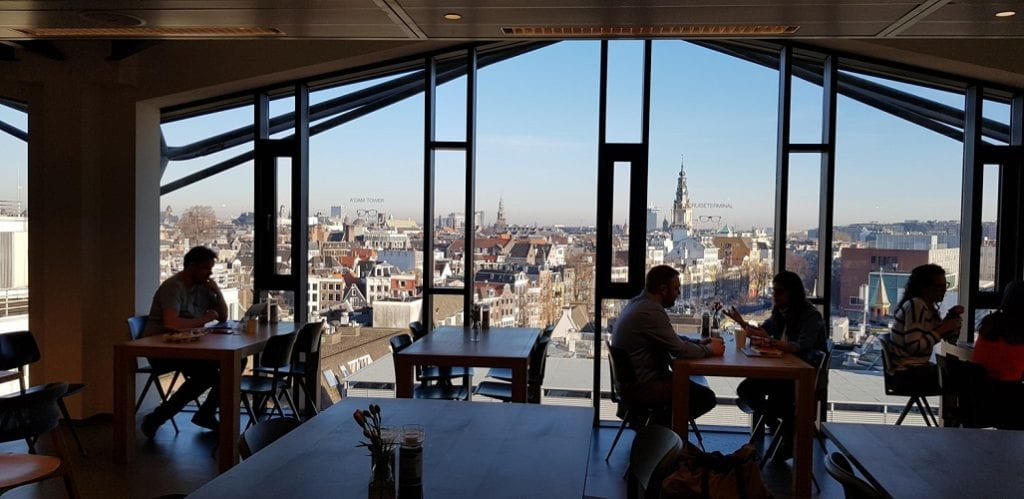 Refeitório e área de convivência no Booking.com - Intercâmbio de Negócios na Holanda