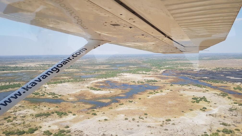 Sobrevoo no Delta do Okavango, em Botswana durante o Overland Tour