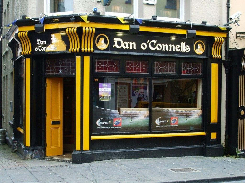 Pequeno Pub em Ennis, interior da Irlanda - Foto Pixabay