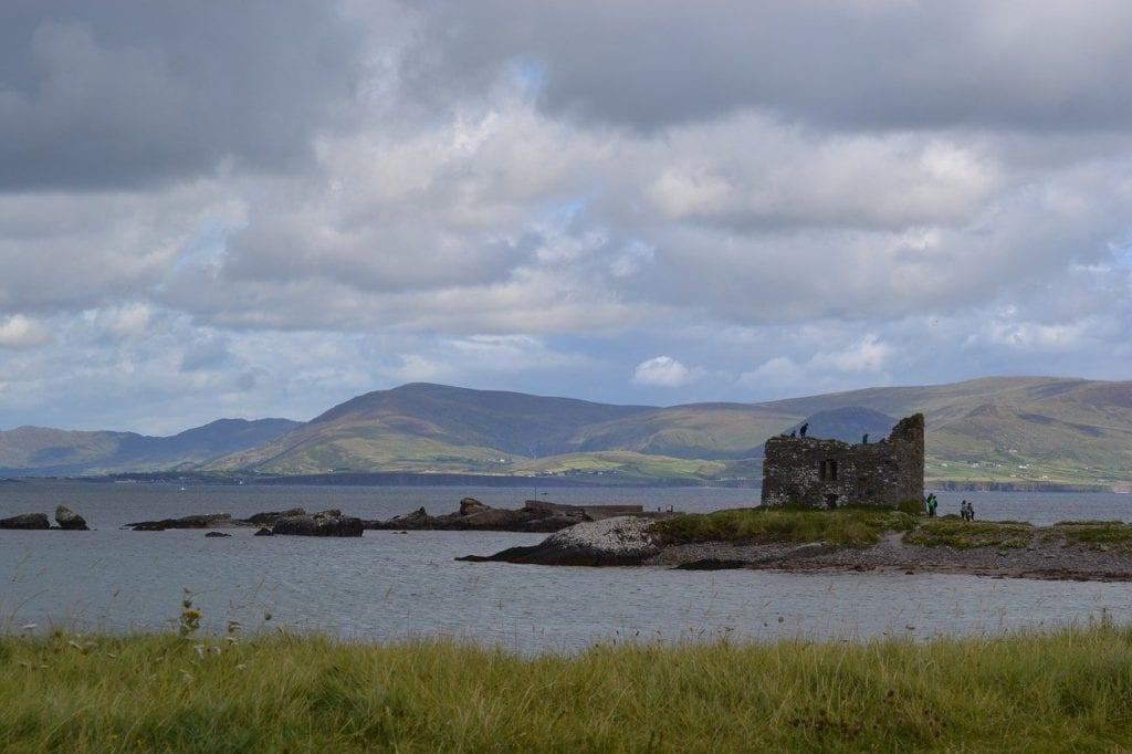 Ruinas de um castelo na região de Limerick, Irlanda - Foto Pixabay