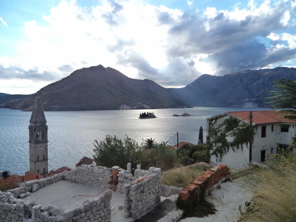 Bocas de Kotor ou Boka Kotorska, visto de Perast, Montenegro