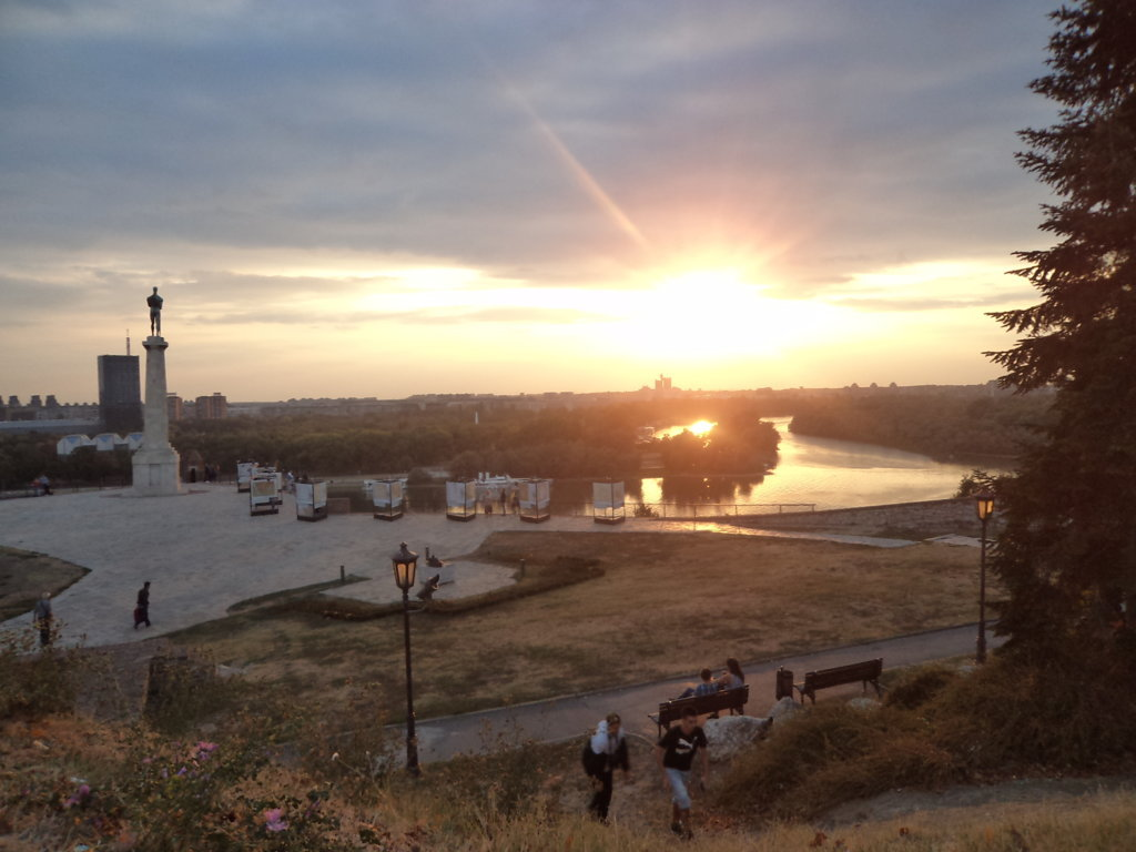 Por do sol no Kalamegdan com vista a foz do rio Sava no rio Danúbio, Belgrado