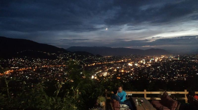 Vista de Sarajevo no café Vidikovac