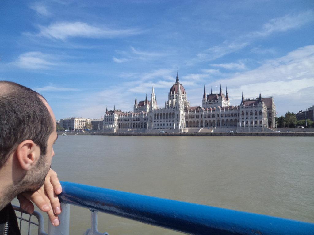 É realmente de se contemplar por todos os angulos, o Parlamento Hungaro é um espetáculo