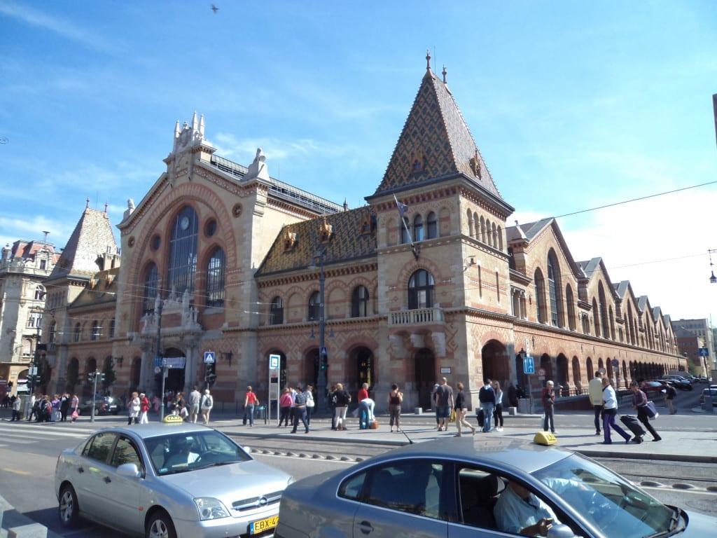 Great Market Hall com sua beleza e suas delícias em Budapest, Hungria
