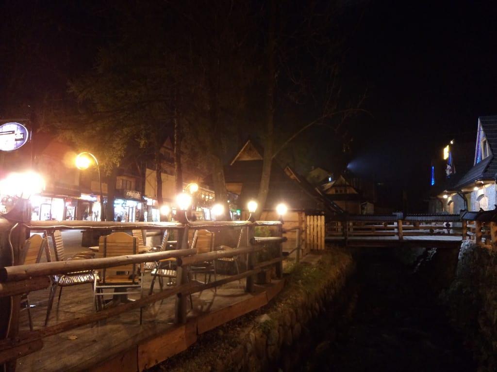 Noite na simpática e fria Zakopane, Polônia