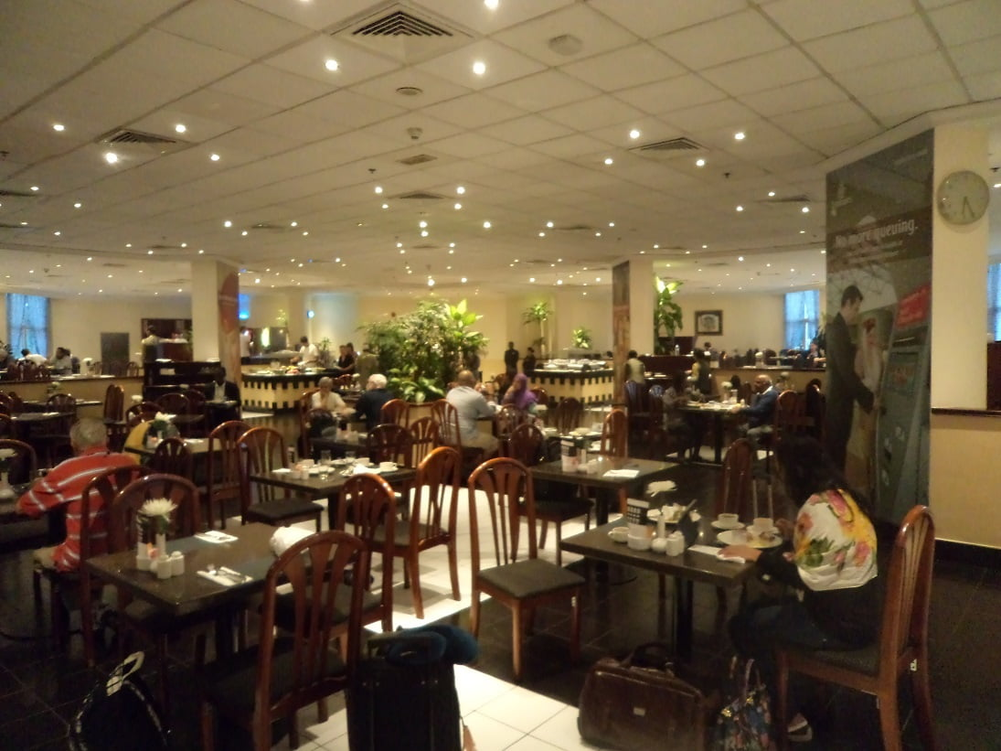 Restaurante de Café da manhã no Hotel da Emirates em Dubai