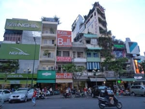 Imóveis altos e estreitos aproveitando cada pedaço de terreno - Ho Chi Minh, Vietnã