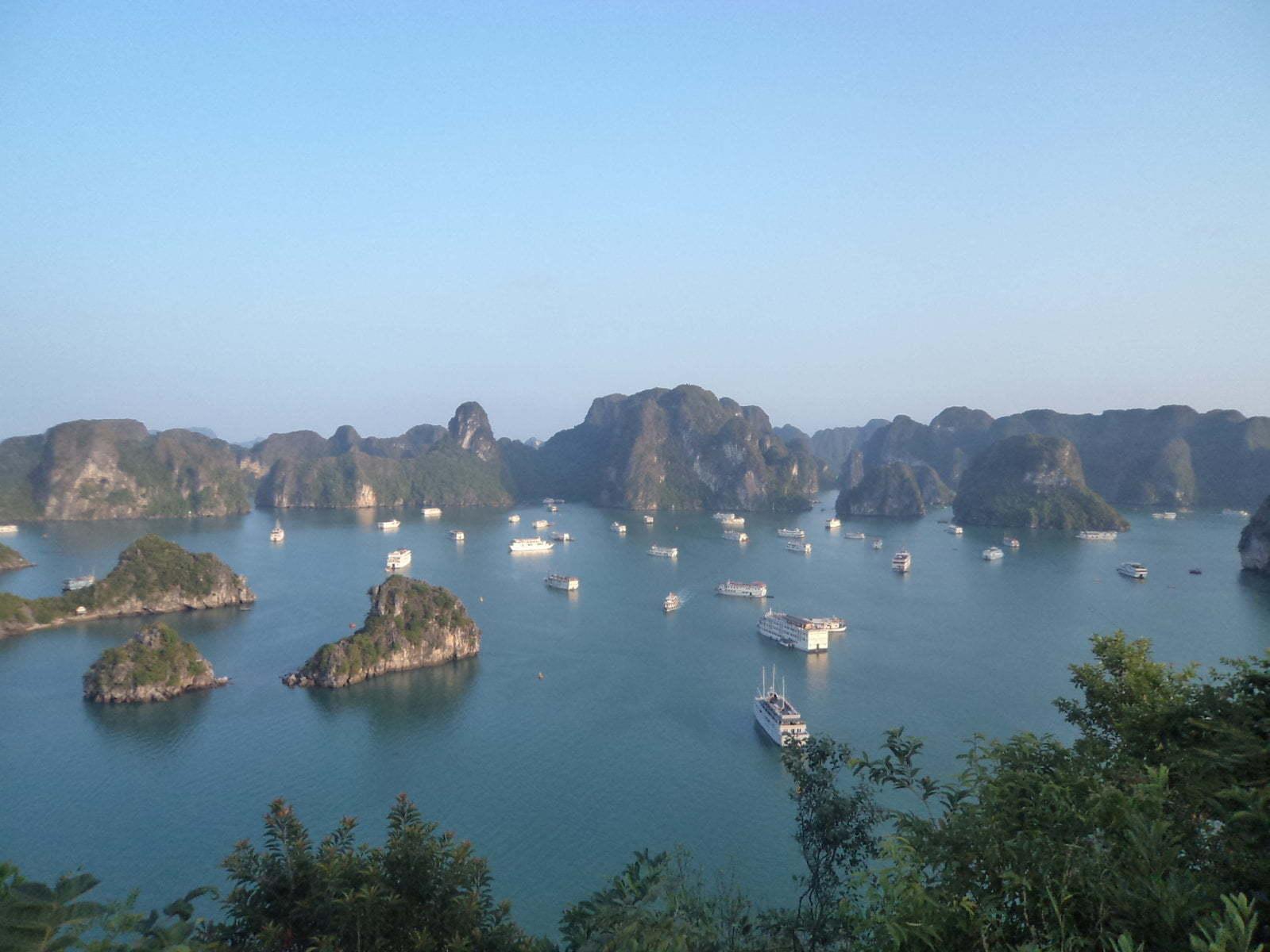 Tip Top mountain 2, vista panorámica de Ha Long Bay, próximo a Hanoi, Vietnã