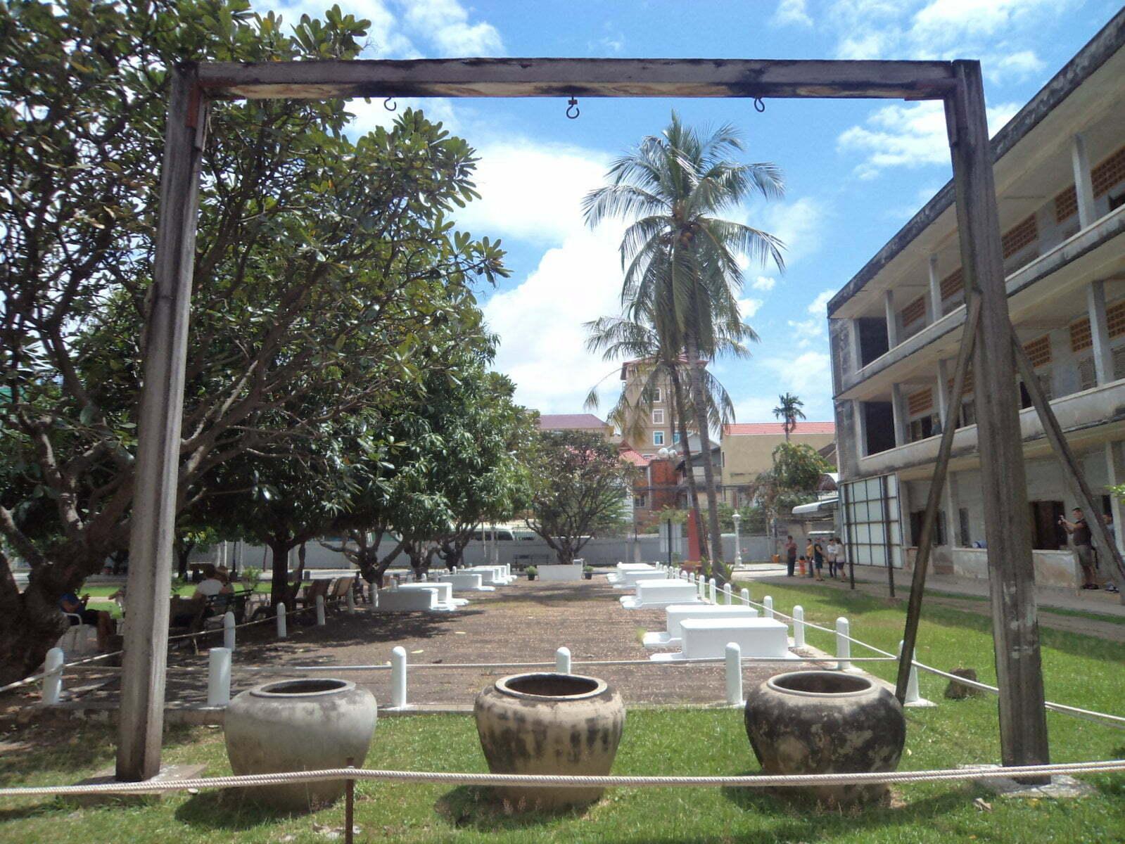 Apetrechos de tortura na Prisão Toul Sleng - Phnom Penh, Camboja