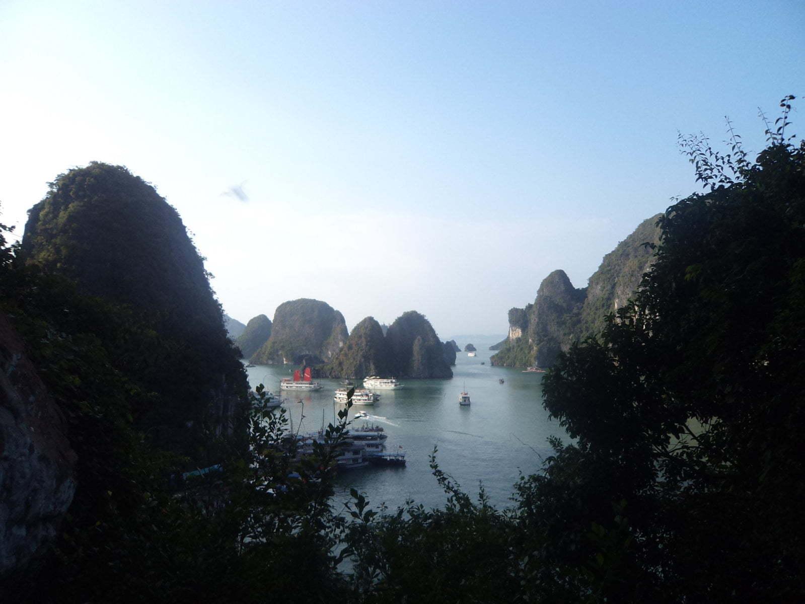Vista 2 da Luan Cave - Ha Long Bay, próximo a Hanoi, Vietnã