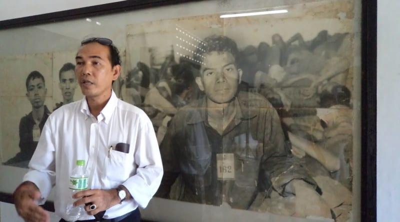 Guia (e sobrivivente) na Prisão Toul Sleng - Phnom Penh, Camboja