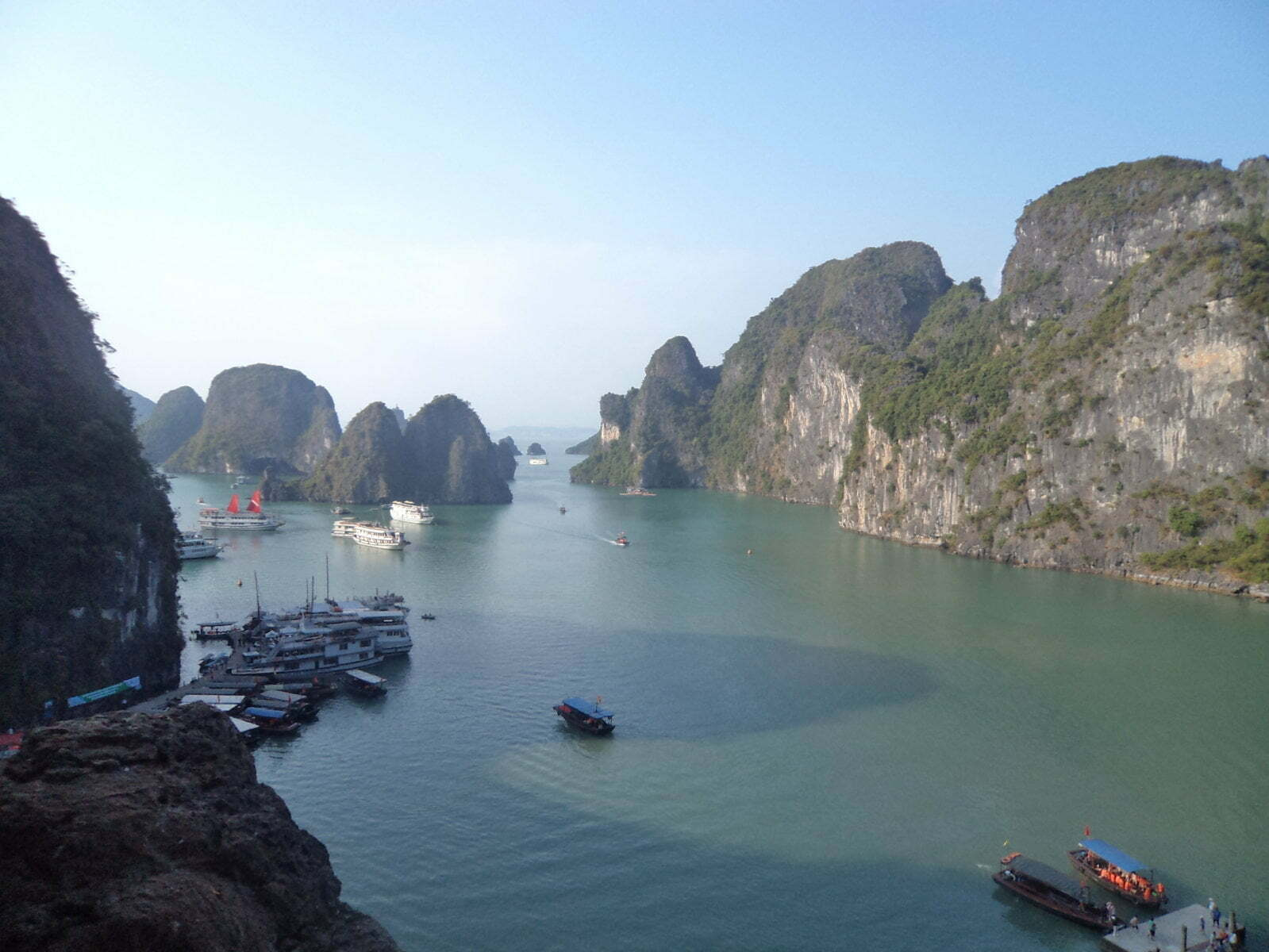 Vista da Luan Cave - Ha Long Bay, próximo a Hanoi, Vietnã