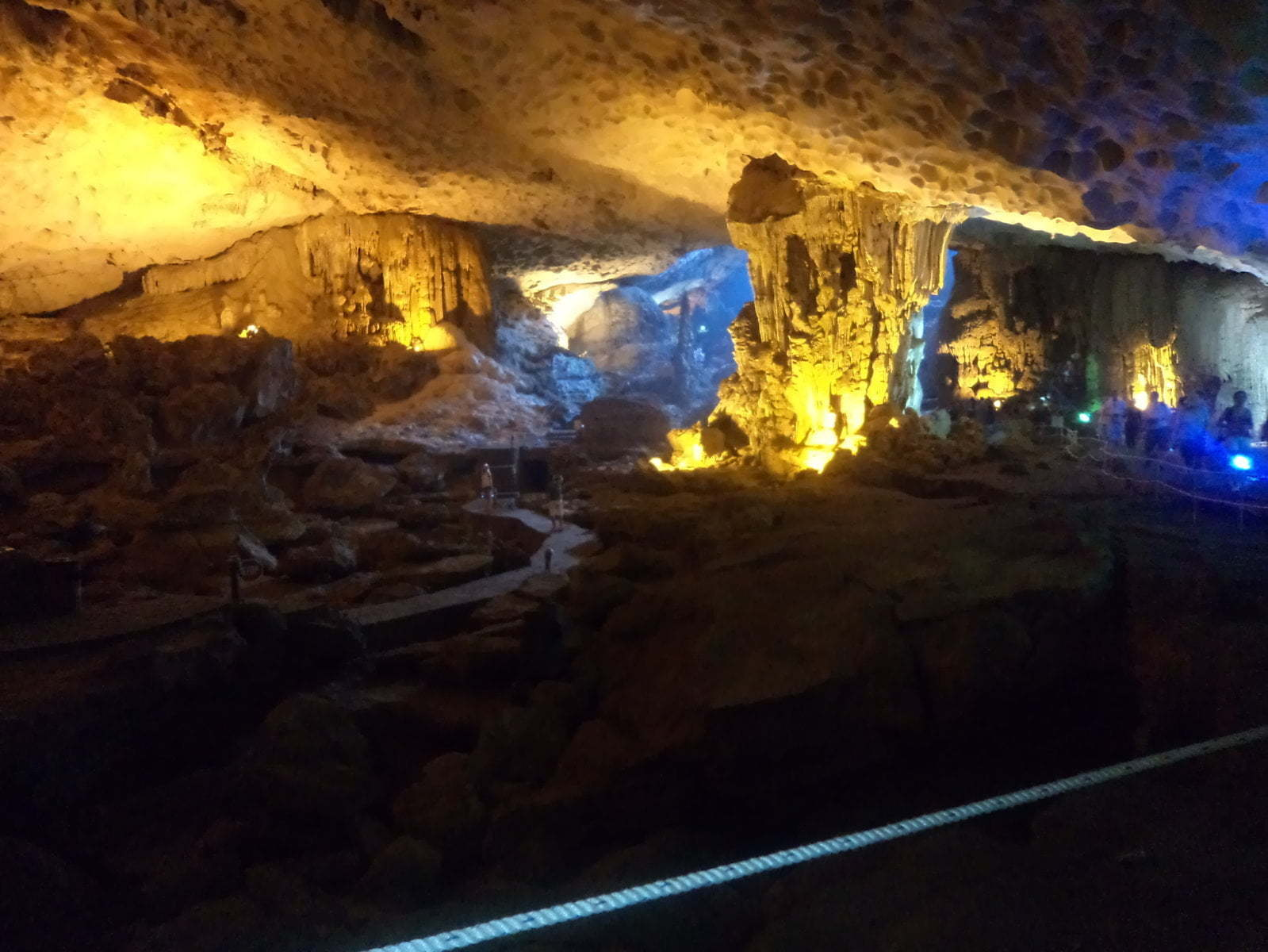 Interior da Luan Cave - Ha Long Bay, próximo a Hanoi, Vietnã