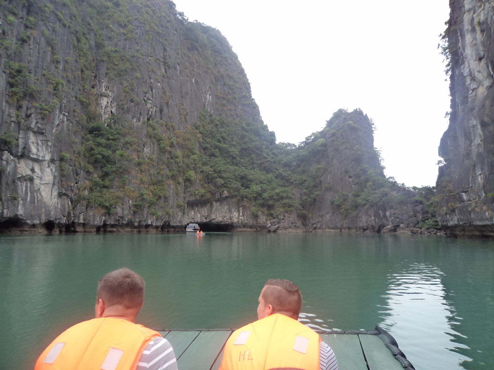 Passeio de barco por Hang Luon - Ha Long Bay, próximo a Hanoi, Vietnã