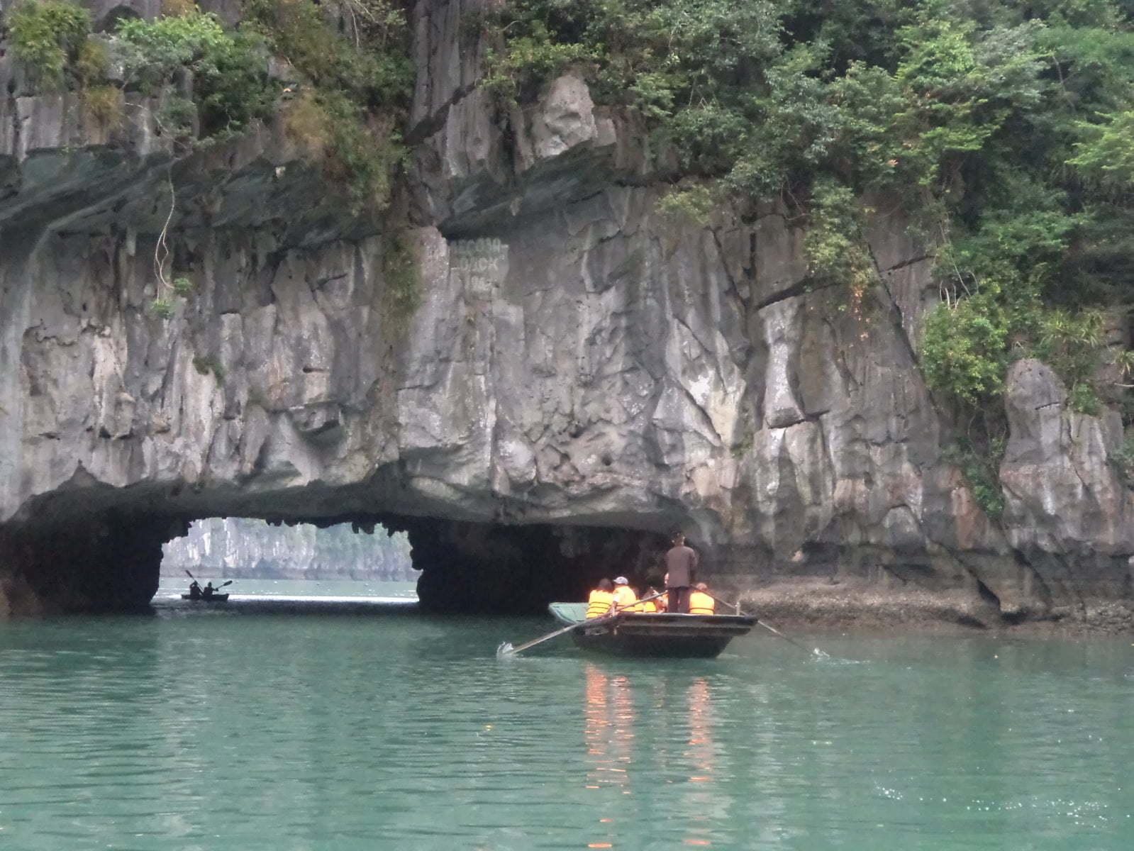 Caverna 2 em Hang Luon - Ha Long Bay, próximo a Hanoi, Vietnã
