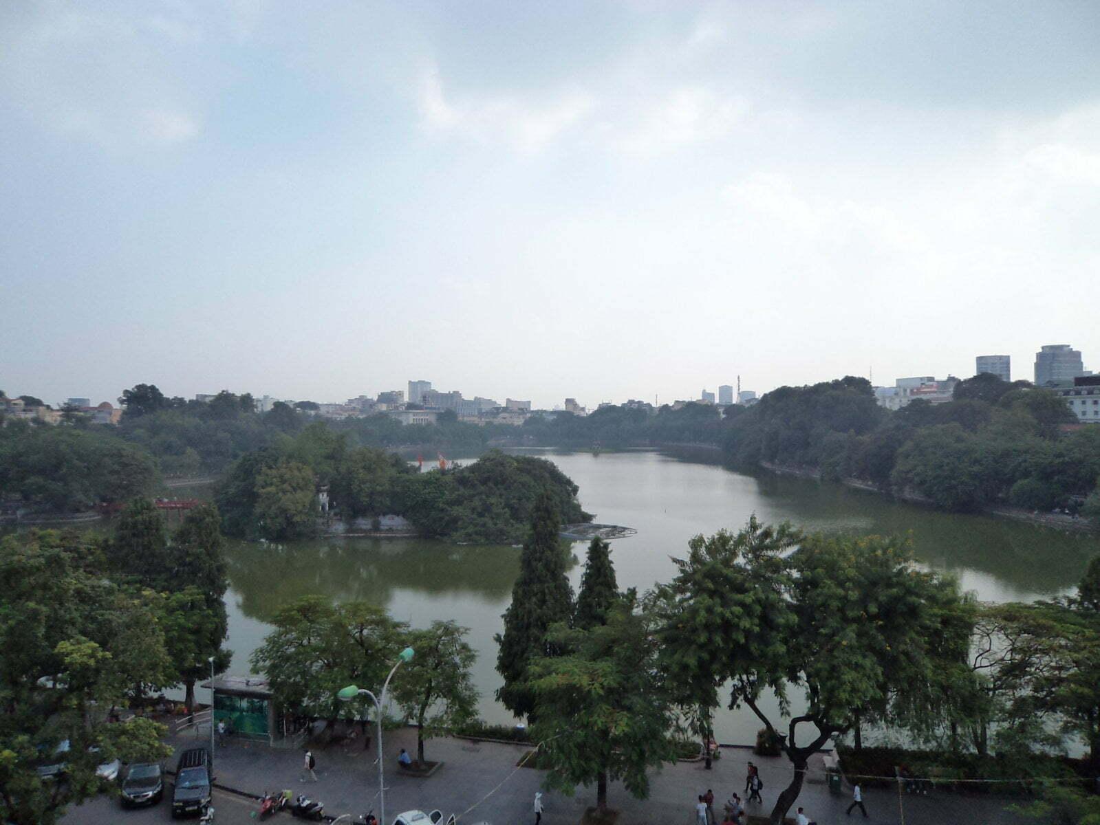 Lago Hoan Kiem visto restaurante Cau Go - Hanoi, Vietnã