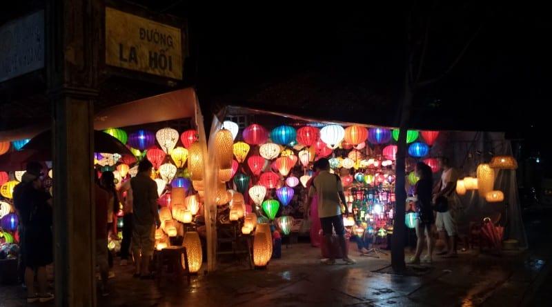Lanternas de papel no Night Market de Hoi An, Vietnã