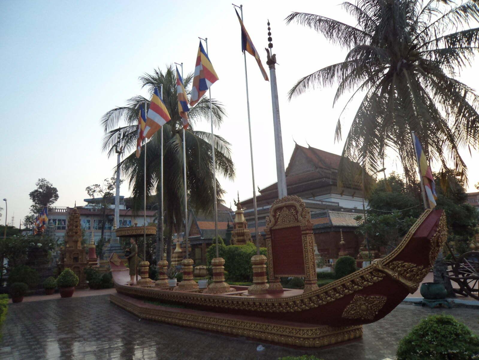 Wat Preah Prom Rath no centro de Siem Reap, Camboja