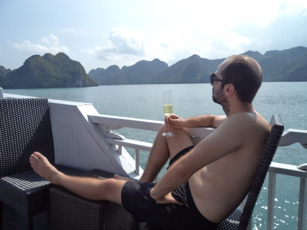 Curtindo uma de patrão em Ha Long Bay