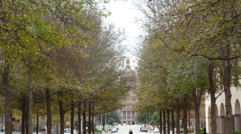 03 - Da Praça na Universidade do Texas, a Vista do Capitol de Austin, maior que o de Washington, EUA