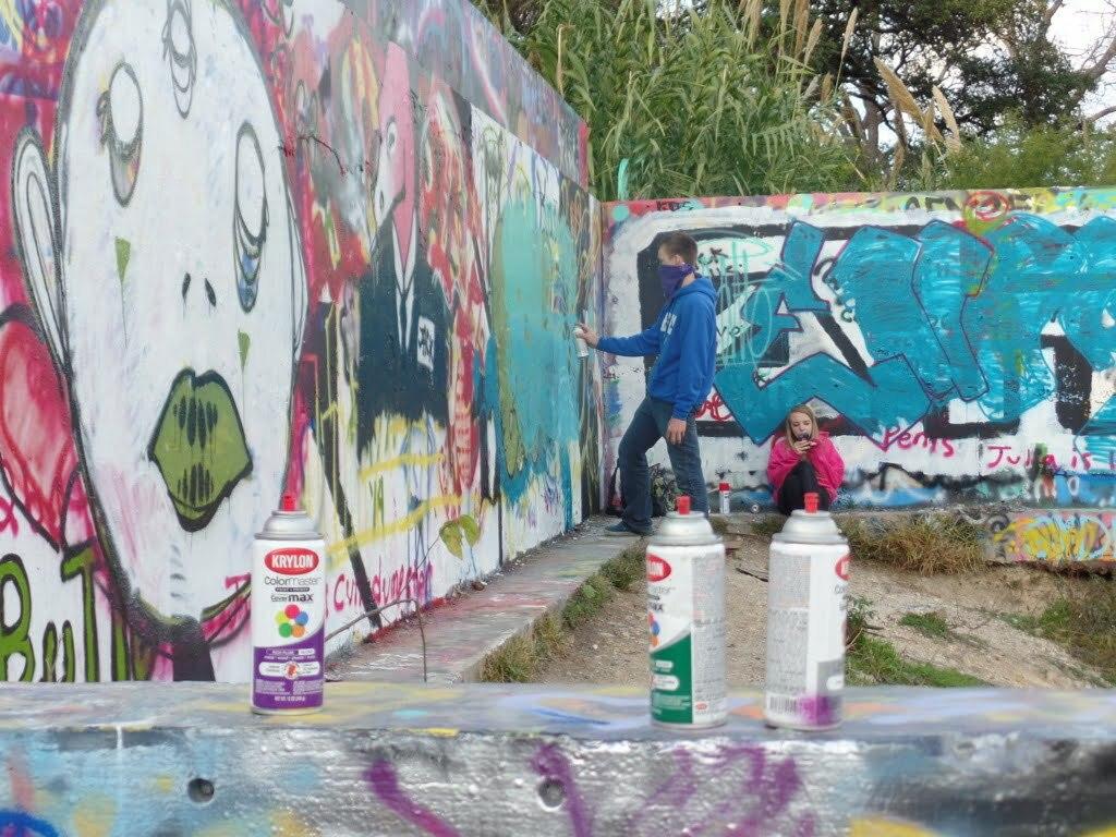 Hope Outdoor Galley, a arte é livre e viva, todos podem criar - Austin, Texas.