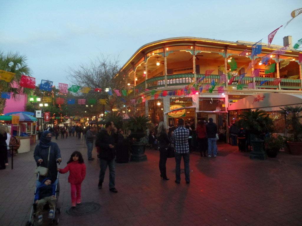 06 - San Antonio Market Square, um dos pontos mais movimentados da cidade - San Antonio, EUA