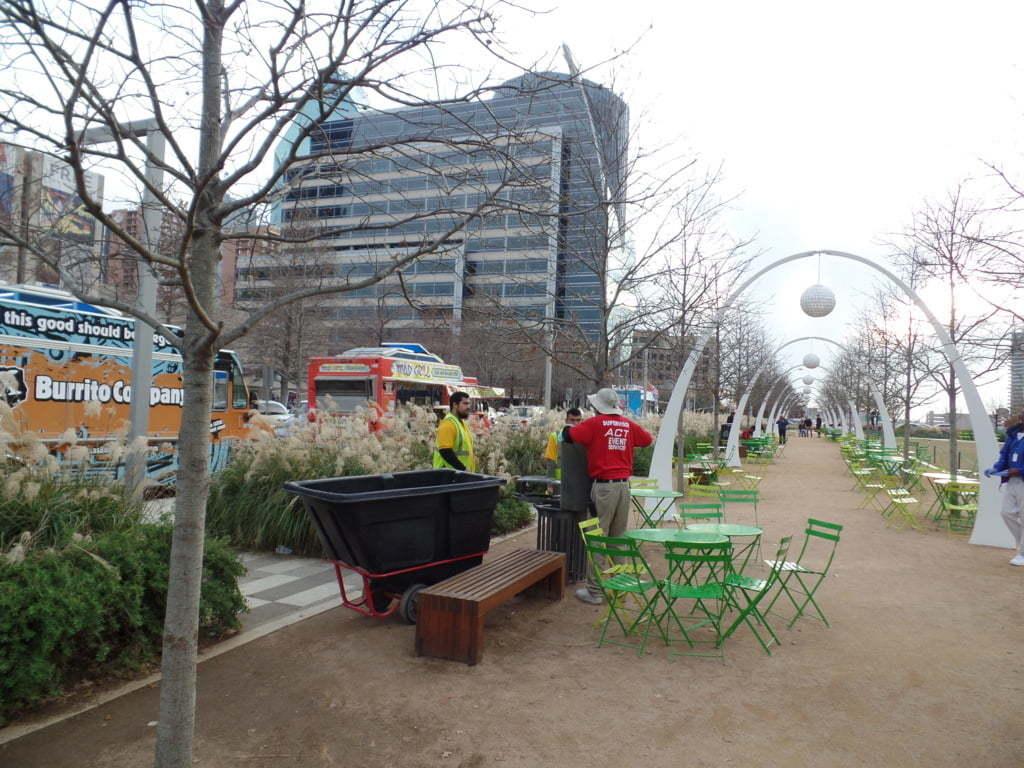 07 -Klyde Warren Park e seus Foodtrucks - Dallas, EUA
