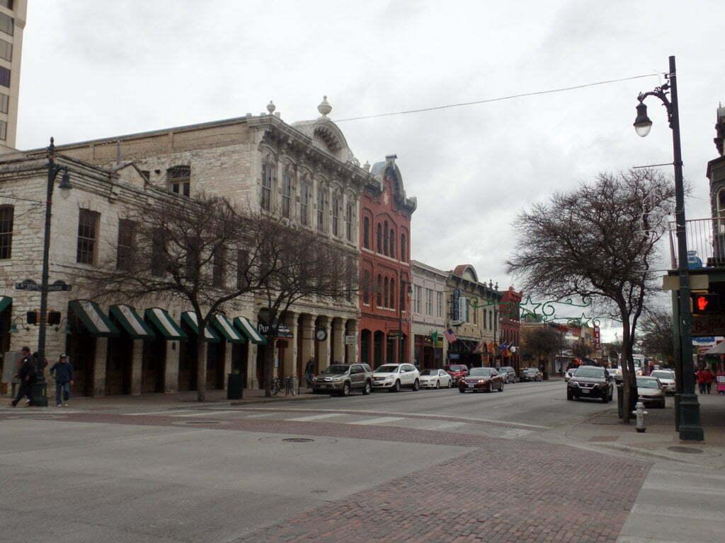 10 - 6th Avenue, um recanto de bares, lojinhas e do estilo Texano - Austin, EUA