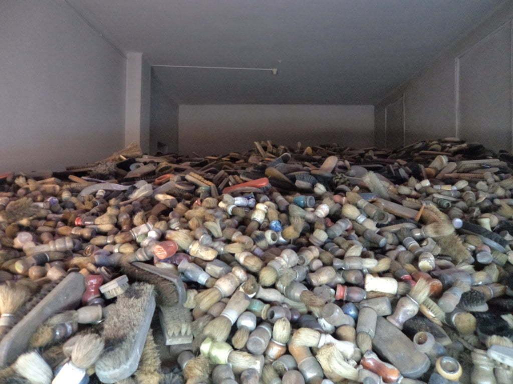 03 Objeto pessoais eram recolhidos na chegada ao Campo de Concentração de Auschwitz, Polonia