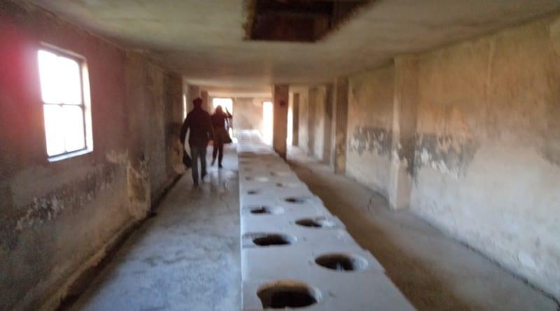 06 O banheiro, e os prisioneiros tinham poucos segundos - Campo de Concentração de Auschwitz, Polonia