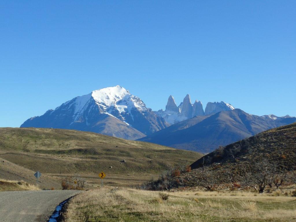 Das estradas se pode ver os Cuernos del Paine, Patagonia, Chile
