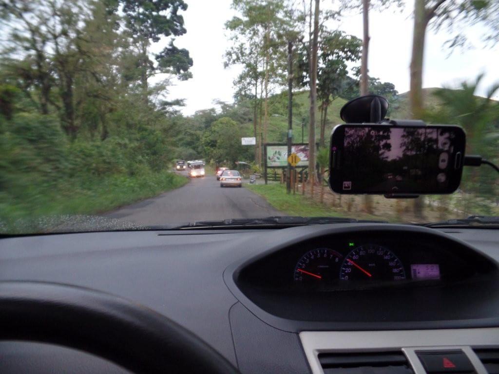 Estrada no interior da Costa Rica