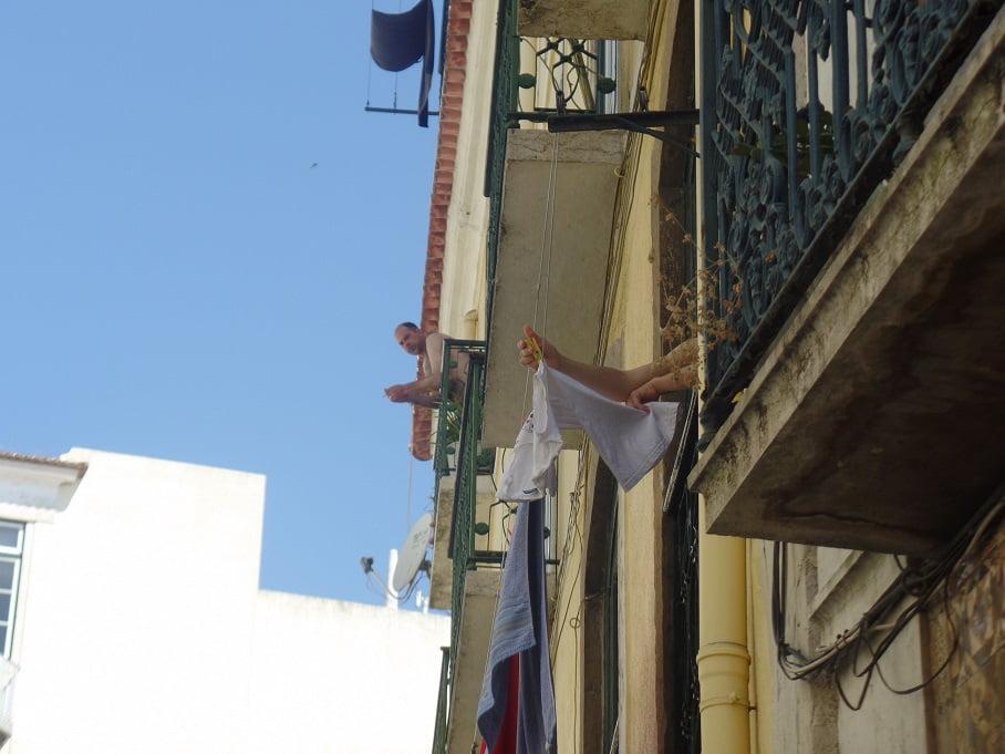 Varandas nas ruelas de Lisboa, Portugal