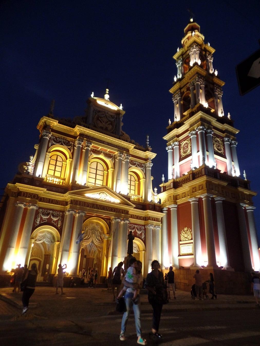 Iglesia San Francisco a noite, em Salta, Norte da Argentina