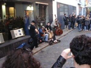 Banda tocando na rua Temple Bar, Dublin, Irlanda