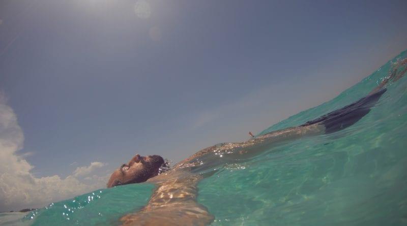 Relaxando no mar de Varadero, Cuba