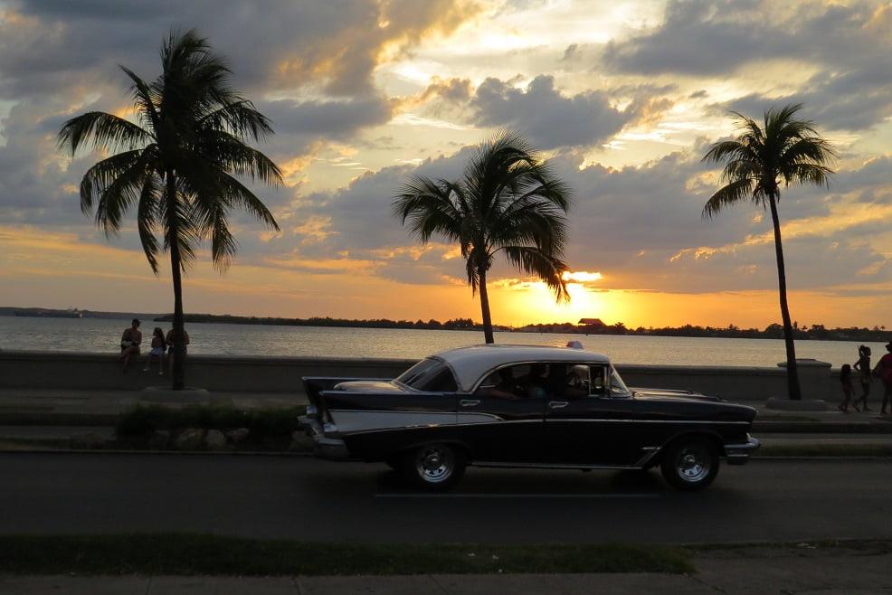 Por do Sol no Paseo El Prado em Cienfuegos, Cuba