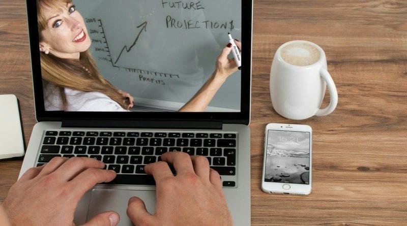 Intercâmbio Virtual - Aulas a distância no exterior - Foto mohamed Hassan por Pixabay