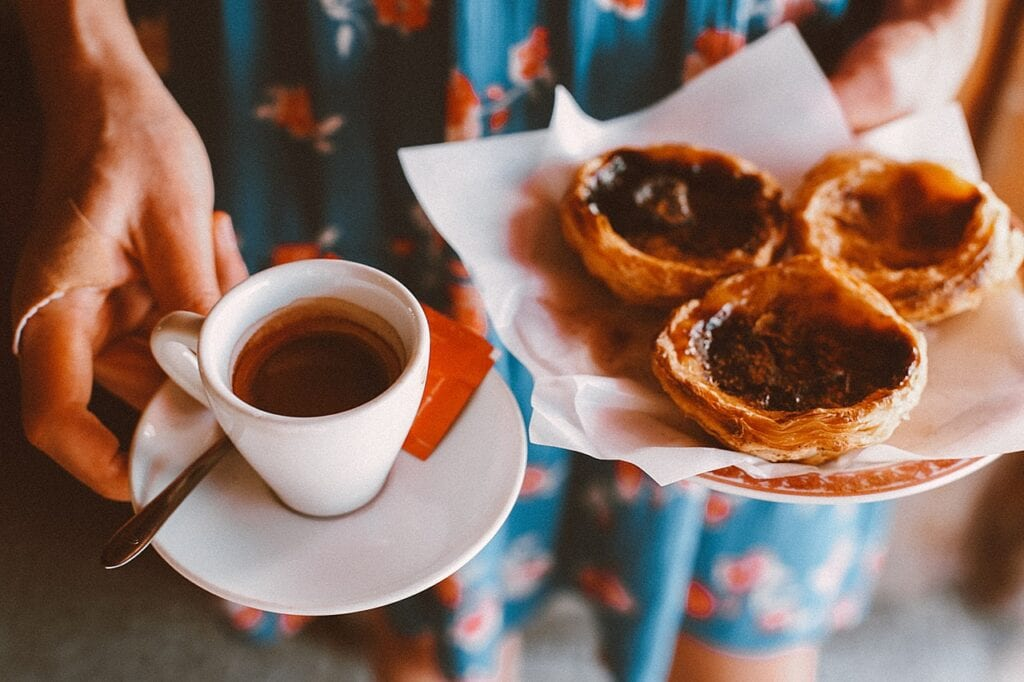 Café e Pastel de Natal, lanche tipico de Portugal