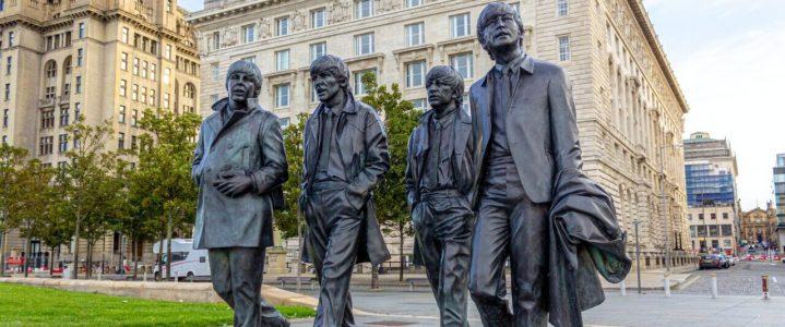 Estátua dos Beatles em Liverpool, Inglaterra